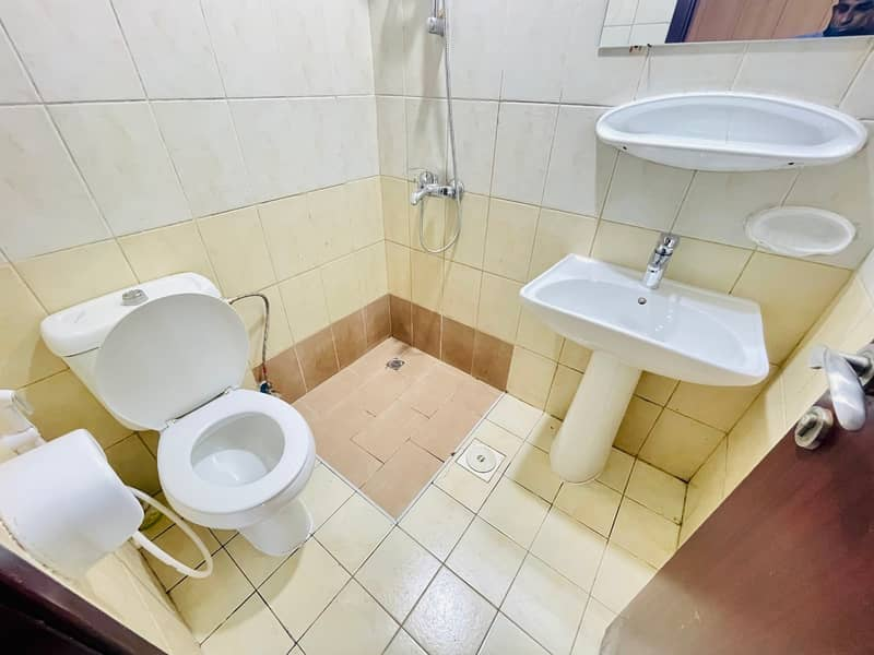 NEAT CLEAN ONE BEDROOM WITH BALCONY IN GREECE CLUSTER @22,000 YEARLY