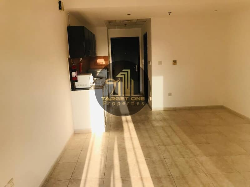 2 STUDIO WITH BALCONY| NO SEPERATE CHILLER| BRIGHT| with  Kitchen appliances