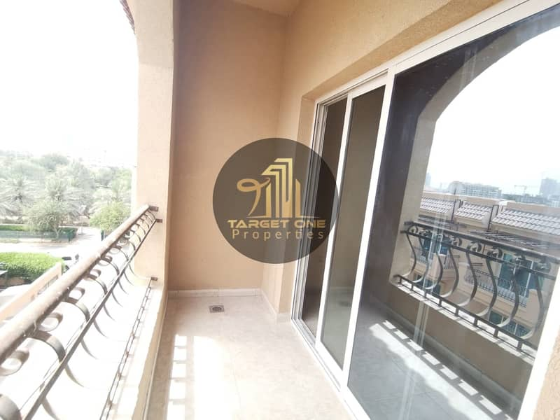10 STUDIO WITH BALCONY| NO SEPERATE CHILLER| BRIGHT| with  Kitchen appliances