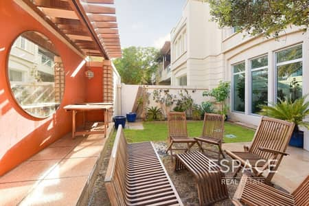 3 Bedroom Villa for Sale in Dubai Marina, Dubai - Exclusive 3 Beds Villa Upgraded with Terrace