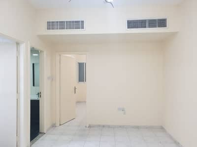 1 Bedroom Flat for Rent in Electra Street, Abu Dhabi - 1 BEDROOM APARTMENT C/AC C/GAS ON ELECTRA ROAD.