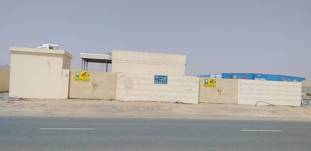 Mixed Use Land for Rent in Al Saja, Sharjah - LAND WITH 2 ROOMS AND BOUNDARY WALLS FOR RENT