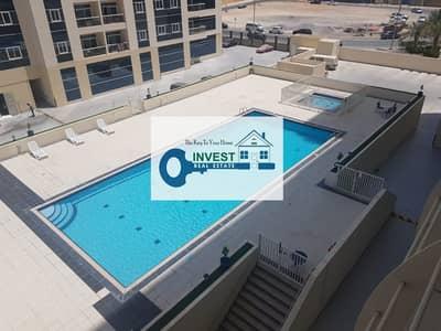 شقة 1 غرفة نوم للايجار في مدينة دبي الرياضية، دبي - NICE 1 BEDROOM APARTMENT WITH SMALL STORE ROOM : 2 BALCONIES : POOL VIEW : READY TO MOVE