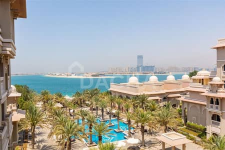 1 Bedroom Apartment for Sale in Palm Jumeirah, Dubai - Vacant One Bedroom // Spectacular Sea View