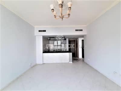 فلیٹ 1 غرفة نوم للايجار في المجاز، الشارقة - Sea View 1BHK | A/C Free | Gym+Pool | 6Chqs