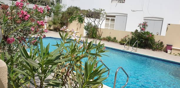 NEWER RENOVATED MODERN VILLA WITH PRIVATE GARDEN SHARED POOL IN JUMEIRAH 3