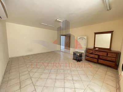 فلیٹ 2 غرفة نوم للايجار في المطوعة، العین - Neat and Spacious with Balcony at Prime Location