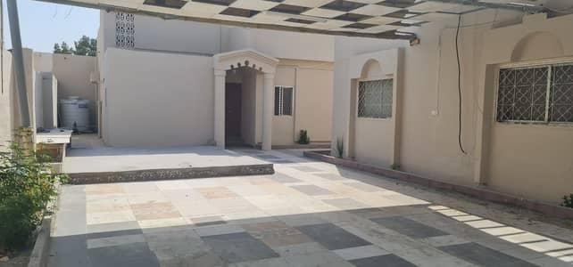 فیلا 7 غرف نوم للايجار في المرقاب، الشارقة - فیلا في المرقاب 7 غرف 63000 درهم - 5124318