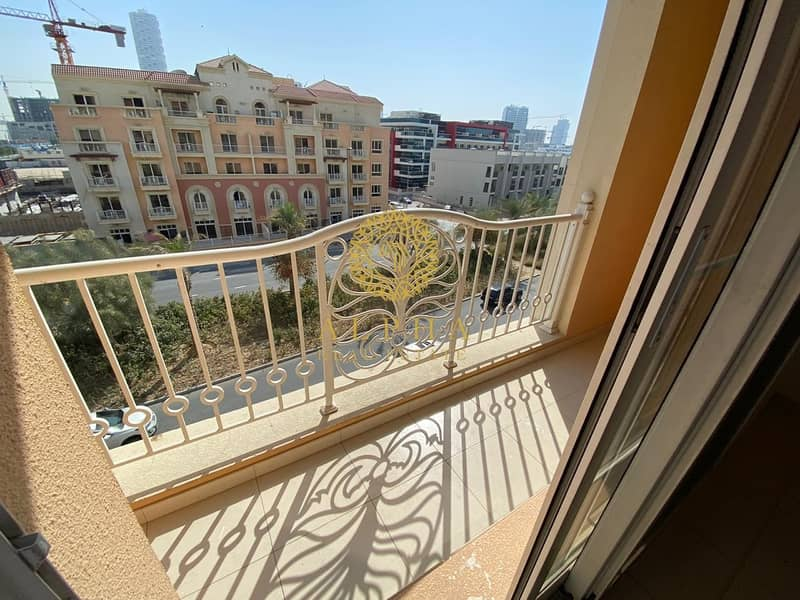 Huge Studio with Balcony / 12 cheques