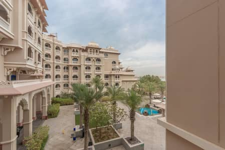 1 Bedroom Flat for Sale in Palm Jumeirah, Dubai - Pool View | Private Beach Access | Furnished