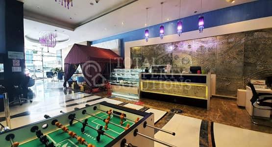 محل تجاري  للايجار في شارع حمدان، أبوظبي - Business Opportunity! Lobby Cafe for Rent
