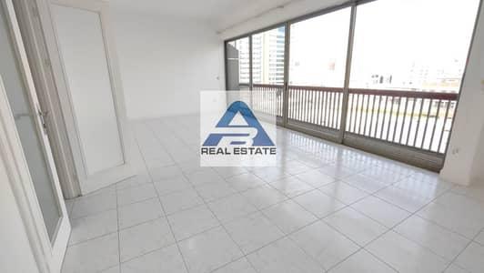 شقة 3 غرف نوم للايجار في شارع إلكترا، أبوظبي - Large and Spacious Three  Bedrooms With Balcony