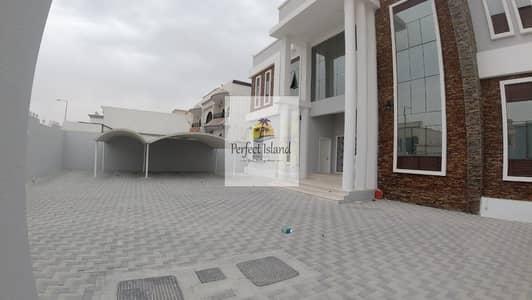 8 Bedroom Villa for Rent in Al Shamkha South, Abu Dhabi - VIP Luxurious Villa | Prime Location | Extension