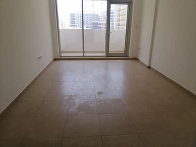 شقة 2 غرفة نوم للايجار في الورقاء، دبي - LIVING ROOM