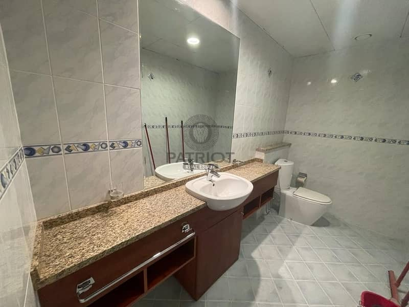 104 Amazing Well Maintain neat and clean 2 bedroom Unfurnished apartment in Lake View Tower