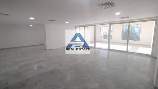 3 Bedroom Penthouse for Rent in Corniche Road, Abu Dhabi - Large Terrace ! 3 BHK Pent House ! Near to The Corniche