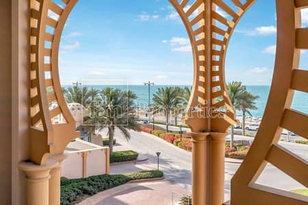 1 Bedroom Apartment for Rent in Palm Jumeirah, Dubai - Spacious Beachfront Property with Pool
