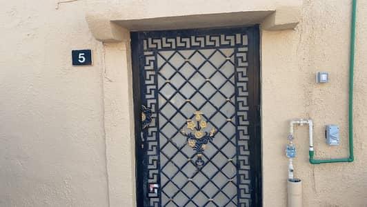فیلا 4 غرف نوم للايجار في القادسية، الشارقة - بيت اربعة غرف علي شارع عام في القادسية
