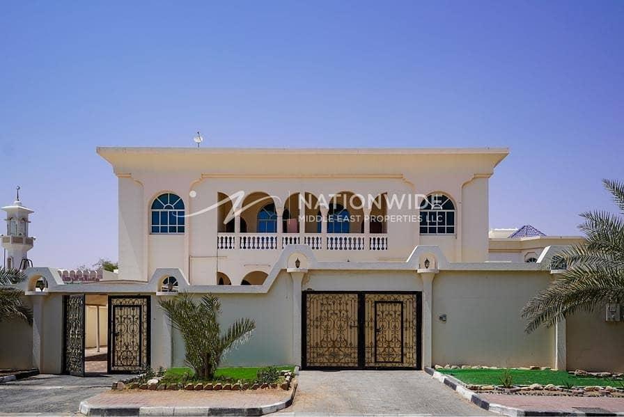 New large 4 bedrooms + maid room villa in Al Markhaneya
