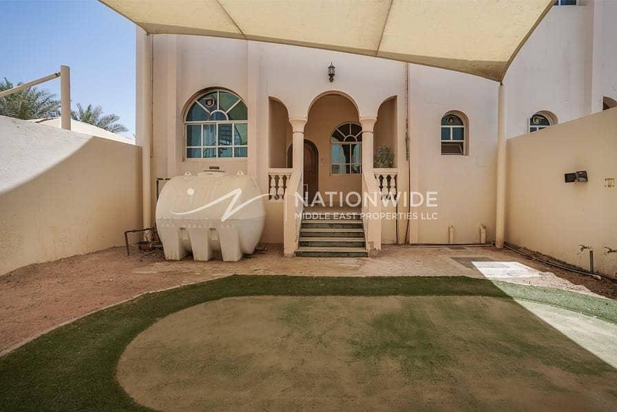 2 New large 4 bedrooms + maid room villa in Al Markhaneya
