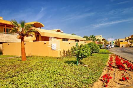 فیلا 5 غرف نوم للايجار في حدائق الراحة، أبوظبي - Hot Price-Sure to Impress! Elegant Corner Villa w/ Private Pool