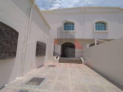 فیلا 3 غرف نوم للايجار في زاخر، العین - Duplex Came With a Maid's Room at Ideal Location