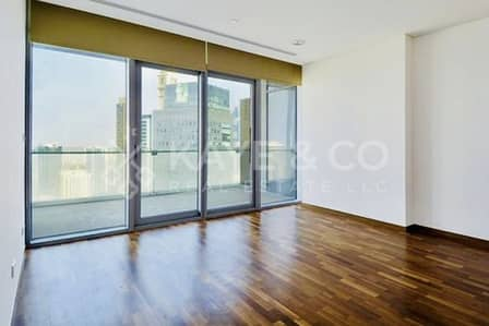 شقة 1 غرفة نوم للبيع في مركز دبي المالي العالمي، دبي - Big Balcony | High Floor  Road and Community View