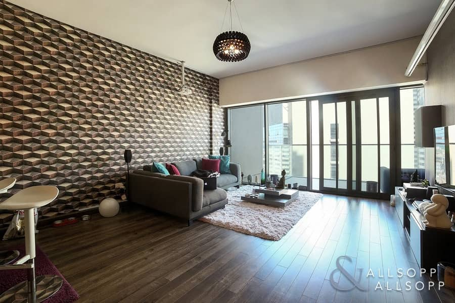 14 Immaculate | Upgraded | 1 Bed + Study