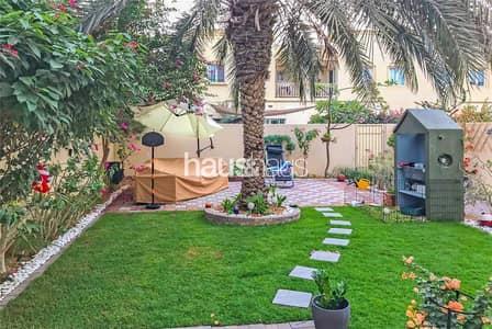 فیلا 4 غرف نوم للبيع في الينابيع، دبي - Stunning Garden | Upgraded 4 Beds + Study