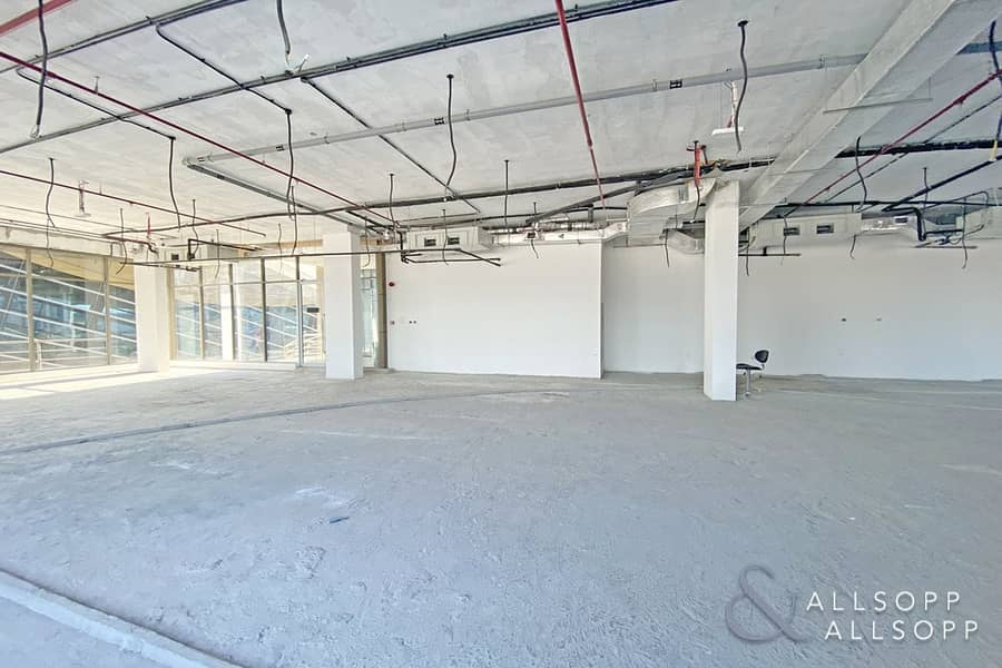 14 Prime Location | Brand New Unit | High Celing