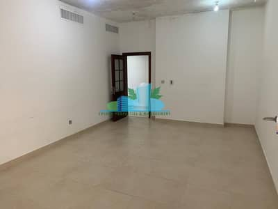 فلیٹ 3 غرف نوم للايجار في شارع حمدان، أبوظبي - 3BHK  Balcony City View Heart of Hamdan  4 Payments