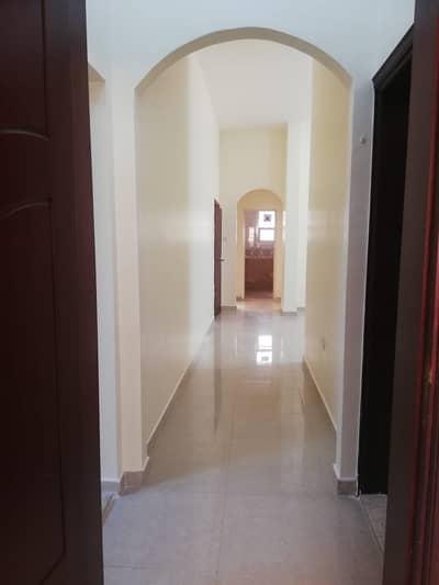 شقة 4 غرف نوم للايجار في بني ياس، أبوظبي - شقة في بني ياس شرق بني ياس 4 غرف 70000 درهم - 5135676