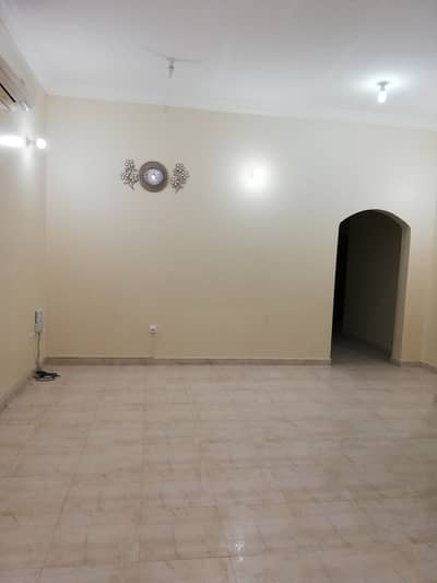 شقة 3 غرف نوم للايجار في الشوامخ، أبوظبي - شقة في الشوامخ 3 غرف 50000 درهم - 5136036