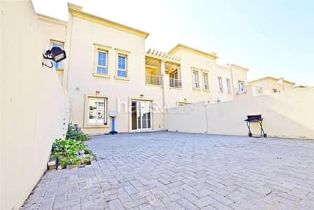 فیلا 2 غرفة نوم للبيع في الينابيع، دبي - Great Location | Well Maintained | Close to Park
