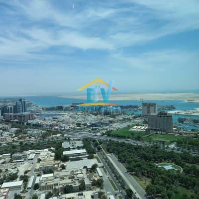 شقة 4 غرف نوم للايجار في منطقة الكورنيش، أبوظبي - No Commission 4 BHK Sea View Apartment with All Leisure Facilities