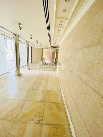 معرض تجاري  للايجار في شارع حمدان، أبوظبي - Very Low Price! Spacious Showroom For Rent | GF + MF | Well Maintained Building | Flexible Payments