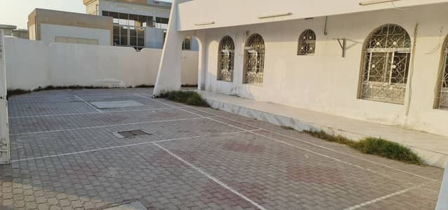 5 Bedroom Villa for Rent in Al Jazzat, Sharjah - ***  Luxurious 5Bhk Single Storey Villa Available in Jazzat Area in Very Low Rent ***