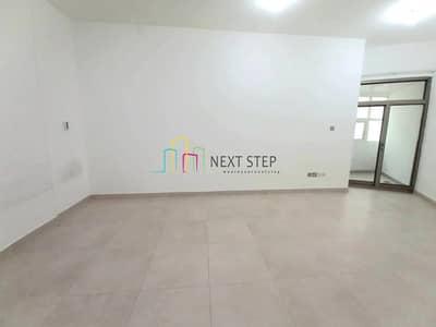 شقة 3 غرف نوم للايجار في شارع حمدان، أبوظبي - Stunning 3 Bedroom with Balcony in Hamdan Street