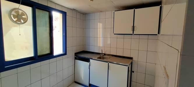 استوديو  للايجار في منطقة الرولة، الشارقة - استوديو مع Close Kitchen للعائلة بالقرب من الرولة مول فقط 10 آلاف اتصل ب M. Hanif