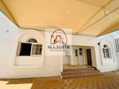 فیلا 4 غرف نوم للايجار في البرشاء، دبي - Well maintained | Spacious | With private garden