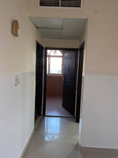 For annual rent in Ajman, an apartment, one room and a hall, in the Rawda 2 area A great location Mecca Al-Mukarramah Street close to Al-Rihan Cafe and close to Sheikh Ammar Street