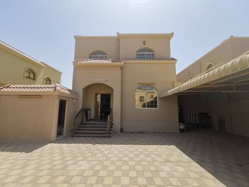 Owns a villa in Ajman, Al Mowaihat 1 area, behind Nesto, with electricity and water