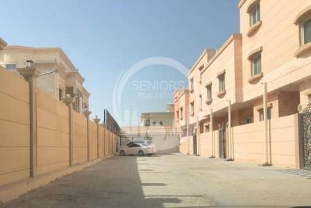 5 Bedroom Villa for Rent in Khalifa City A, Abu Dhabi - Villa in a compound with its own entrance