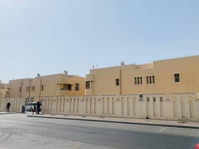 فیلا 4 غرف نوم للايجار في ديرة، دبي - 4 BHK COMPOUND VILLA AVAILABLE CLOSE METRO STATION.