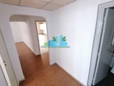 شقة 2 غرفة نوم للايجار في منطقة الكورنيش، أبوظبي - Wooden Tiled 2 BHK |Near to Lake Park|4 payments