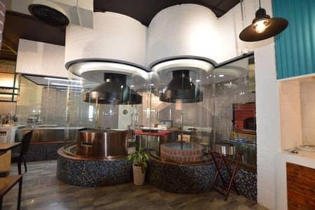 محل تجاري  للايجار في البرشاء، دبي -  Main road Facing Restaurant for Rent in Hessa street