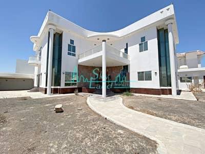 فیلا 5 غرف نوم للايجار في جميرا، دبي - Spacious 5 Bed With A Huge Plot In Jumeirah