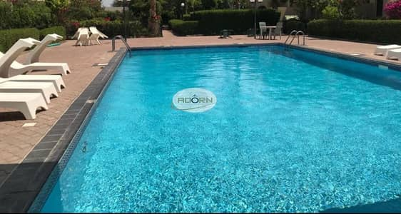 Excellent 4 bedroom plus study maid villa with pool and garden in Jumeirah