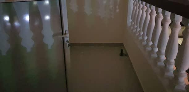 فلیٹ 3 غرف نوم للايجار في بني ياس، أبوظبي - شقة في بني ياس 3 غرف 65000 درهم - 5145547