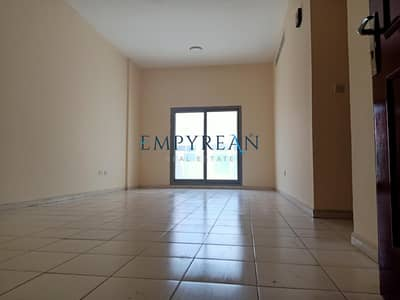 NEXT TO BUS STOP 1BHK  FAIMLY BUILDING  AVAILABLE ONLY IN 26999 AED.
